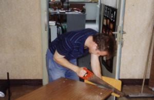 1994: Bei der Renovierung des Landesbüros packt der Vorstand tatkräftig mit an