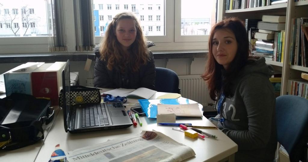 Teilnehmerinnen beim Zeitungsworkshop
