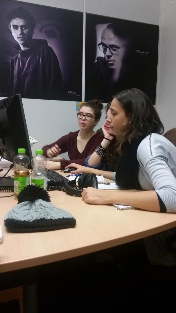 Teilnehmerinnen beim Radio - Workshop