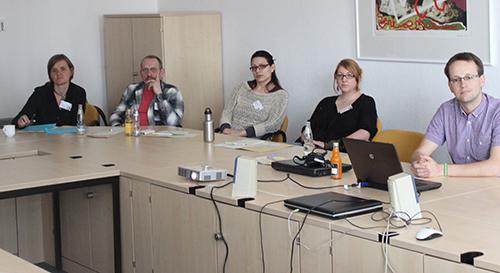 Stefan Malik vom BDKJ (Rechts im Bild)  erläutert Chancen des Freiwilligendienstes